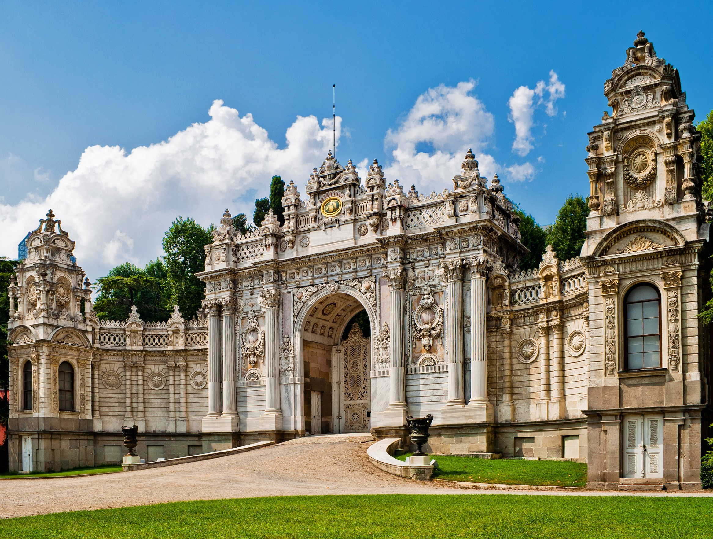 DOLMABAHCE PALACE & CABLE CAR & BOSPHORUS CRUISE – FULL DAY